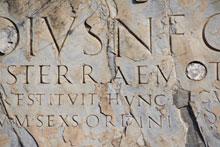 Inscription écrite en latin