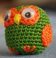 Un oiseau en crochet