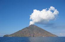 Le volcan de Stromboli en Italie