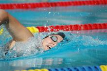 Une fille qui nage